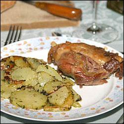 cuisses de canard confites a la graisse d 39 oie et pommes sarladaises. Black Bedroom Furniture Sets. Home Design Ideas