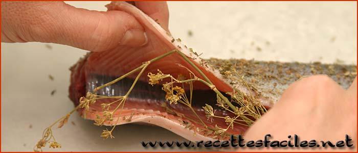 Faire cuire une truite au four en papillotte recette facile et rapide de la cuisson du poisson - Comment cuisiner la truite au four ...